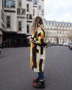 """2,355 Me gusta, 25 comentarios - Blanca Miró Scrimieri (@blancamiro) en Instagram: """"ParisParisParis  @miumiu"""""""