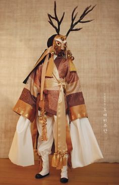 Fantasy Character Design, Character Design Inspiration, Mode Inspiration, Drawing Clothes, Character Outfits, Looks Cool, Traditional Outfits, Korean Traditional, Costume Design