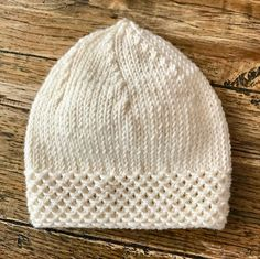 This Pin was discovered by Mar Baby Knitting Patterns, Baby Hat Patterns, Baby Hats Knitting, Knitting Designs, Knitted Hats Kids, Knitted Baby Clothes, Diy Crafts Knitting, Crochet Baby, Baby Beanie Hats