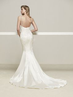 Drens: Vestido de novia con tirantes finos en pedrería - Pronovias | Pronovias