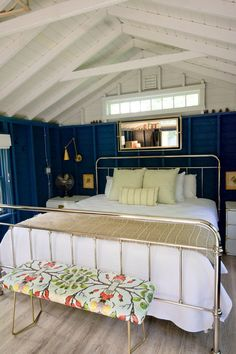 We know that attic conversions can be puzzling, with their angled or pitched ceilings. That's why we've rounded up these 9 attic bedroom renovation ideas that can give your attic room a whole new outlook. Attic Rooms, Small Room Bedroom, Diy Bedroom Decor, Home Decor, Bedroom Bed, Bedroom Ideas, Bedrooms, Feng Shui, Vinyl Wall Covering