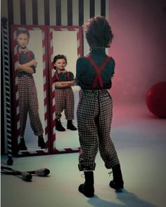 fun-house-mirrors-boy-005-009-comp-md109073.jpg