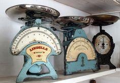 8 Vintage Tools, Vintage Love, Vintage Items, Chic Antique, Vintage Antiques, Jeanne D'arc Living, Vintage Scales, Old Scales, Kitchen Scales