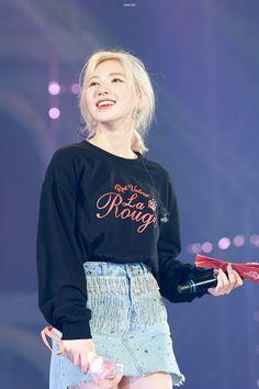 Kpop Girl Groups, Korean Girl Groups, Kpop Girls, Seulgi, Wendy Red Velvet, Velvet Fashion, Steampunk Fashion, Gothic Fashion, Kim Yerim