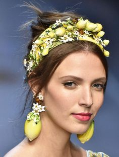 Giant earrings at Dolce & Gabbana Fashion Accessories, Fashion Jewelry, Hair Accessories, Fashion Earrings, Dolce And Gabbana 2017, Headband Styles, Pinterest Fashion, Spring Summer, Spring 2016