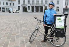Fietskoerier bestelt pakjes in de Vlaamse Ardennen