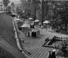#Año1959 #Parque ElPinar del Paraiso. - Se pueden ver las monjas del San Josè de Tarbes y algunas alumnas con el traje de Gala (camisa manga larga y sombrero).En 1967 las Monjas cambiaron sus trajes y tiempo despues eliminaron el traje de gala de las alumnas.