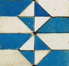 northmagneticpole:  Painel de azulejos enxaquetados, pormenor Século XVII [1ª quartel]