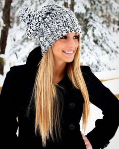 Slouchy Beanie, adorable winter look Cute Fashion, Fashion Beauty, Fashion Fashion, Runway Fashion, Cute Beanies, Slouchy Beanie, Beanie Hats, Snapback Hats, Sweater Weather