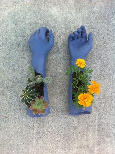Flower pots mad from Concrete in rubber gloves Diy And Crafts, Kids Crafts, Plants Are Friends, Flower Pots, Flowers, Paperclay, Clay Art, Clay Clay, Ceramic Art