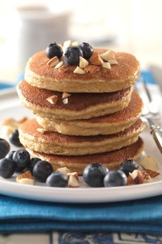 """Healthy, simple breakfasts that are packed with the nutrients you need to fuel a workout or training program. This expert sports dietitian crafted gluten-free pancakes, a superfood quinoa smoothie, and layered oats for a true """"breakfast of champions"""" menu."""