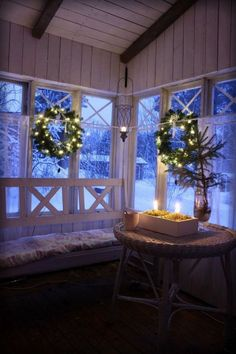 8 Tremendous Christmas Window Decor Ideas To Inspire You - About-Ruth Noel Christmas, Country Christmas, All Things Christmas, Winter Christmas, Christmas Lights, Xmas, Winter Porch, Cozy Winter, Christmas Christmas