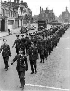 RAF Stanbridge housed the largest telephone exchange in the world in 1942 and thousands of teleprinters were installed to communicate with every theatre of war in Britain, Europe, Africa and the Far East. This was them in 1948 marching through Leighton Buzzard High Street...