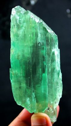 149 Grm V Shape Terminated Green Color HIDDENITE KUNZITE Crystal w/ Good Clarity