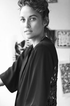 Kym Ellery Fashion Labels, Fashion Sketches, Black And White Photography, Black And White People, Power Dressing, Australian Fashion, Contemporary Fashion, Style Icons, Hair Inspiration
