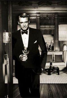 Cary Grant (January 18, 1904 ~ November 29, 1986)