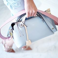 We love a good bag :: This Fendi option in Pantone Colors of the Year - Rose Quartz and Serenity Blue - takes bag from good to great. Tote Handbags, Purses And Handbags, Coral Pantone, Pantone 2016, Pantone Color, Blue Photography, Art Blue, Rose Quartz Serenity, How To Make Handbags