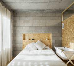 Cinder Block House, Concrete Houses, Grey Houses, Loft Style, Diy Room Decor, Home Decor, House Rooms, Colorful Interiors, Architecture Design