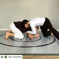 I love this, simple but effective. Move early for efficiency. Fight Techniques, Jiu Jitsu Techniques, Martial Arts Techniques, Self Defense Moves, Self Defense Martial Arts, Jiu Jitsu Training, Mma Training, Martial Arts Workout, Martial Arts Training