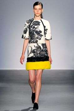 Giambattista Valli Fall 2011 Ready-to-Wear Collection Slideshow on Style.com