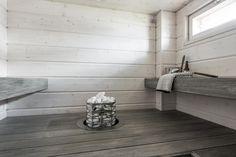 Kaunis hirsipaneeli vaaleassa saunassa - Etuovi.com Ideat & vinkit Finnish Sauna, Home Spa, Home Deco, Tile Floor, New Homes, Bathroom, House, Saunas, Interior Ideas