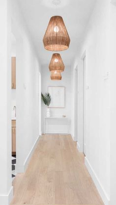 2017 Trends for Modern Hallway Design Apartments is about creating the best lobby design standards to create comfort in your home so that it creates the ideal l Lobby Design, Home Staging, Hanging Lamp Design, Hanging Lamps, Hanging Lights, Modern Hallway, White Hallway, Long Hallway, Bright Hallway