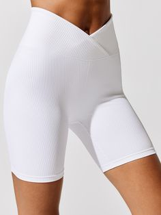 Diy Shorts, Sport Shorts, Gym Shorts Womens, White Biker Shorts, Biker Pants, Sporty Outfits, Chic Outfits, Summer Outfits, Sport Fashion