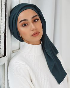 Top 10 Party Wear Hijab Designs Every Girl Should Try - Hub of Brand Updates - Top 10 Party Wear Hijab Designs Every Girl Should Try – Hub of Brand Updates - Hijab Turban Style, Mode Turban, Chiffon Hijab, Chiffon Scarf, Modest Dresses, Modest Outfits, Muslim Fashion, Hijab Fashion, Fashion Boots