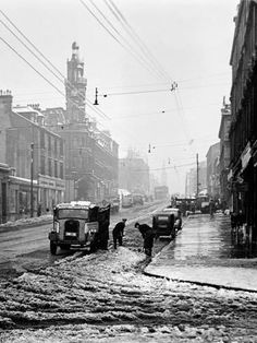 Photographic Print: Winter Scene in Great Western Road Poster : 24x18in
