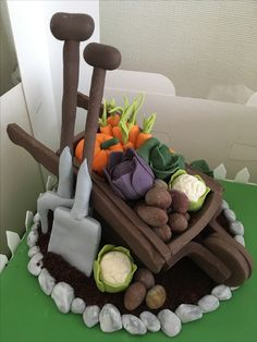 Best Indoor Garden Ideas for 2020 - Modern Fondant Toppers, Fondant Cakes, Shed Cake Ideas, Allotment Cake, Flower Pot Cake, Extreme Cakes, Peter Rabbit Cake, 80 Birthday Cake, Decoration Patisserie