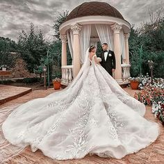 Top 100 Wedding Gowns On Hire in Bangalore - Best Christian Bridal Princess Wedding Dresses, Dream Wedding Dresses, Bridal Dresses, Beautiful Gowns, Beautiful Bride, Michael Cinco, Dream Dress, Wedding Bride, Ball Gowns