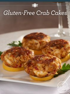 Getting into the swing of Spring? These #glutenfree #crabcakes are light, flavorful and perfect for a #beach day!