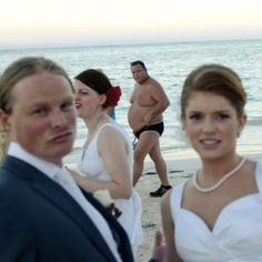Funny: More wedding photobombs {Part 2}