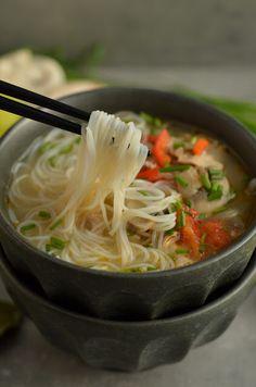 gotować pod przykryciem ok. Soup Recipes, Great Recipes, Dinner Recipes, Cooking Recipes, Asian Recipes, Healthy Recipes, Ethnic Recipes, Asian Soup, Easy Food To Make