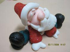 papai noel biscuit by Luna's Bolos artísticos e arte em biscuit, via Flickr