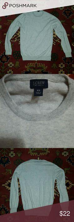"J. Crew light gray cotton/cashmere sweater Supersoft! 95% cotton, 5% cashmere  Approx Measurements when laid flat: Shoulder to shoulder 15"" Arm length 23 1/2"" Top of shoulder to bottom 24 1/2"" J. Crew Sweaters Crew & Scoop Necks"
