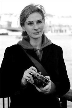 Julia Roberts, using a Leica. Famous people behind a camera.