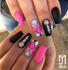 Setting up the best manicure and nail art design isn't merely about colors or pattern. Fabulous Nails, Perfect Nails, Gorgeous Nails, Nail Design Kit, Nail Art Designs, Bling Nails, My Nails, Glitter Nails, Cute Nails