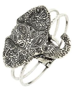 Silver tone link style Elephant bracelet with magnetic closure. Approx. 7 1/2""