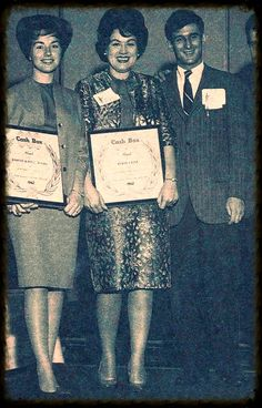 """Patsy Cline accepts """"Cashbox"""" award in (1962)."""