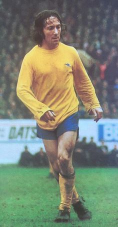 George Armstrong of Arsenal in Arsenal Players, Arsenal Fc, Arsenal Football, Retro Football, Football Jerseys, George Armstrong, Old Boys, Legends, Sports