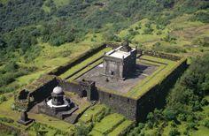 shivaji maharaj samadhi raigad