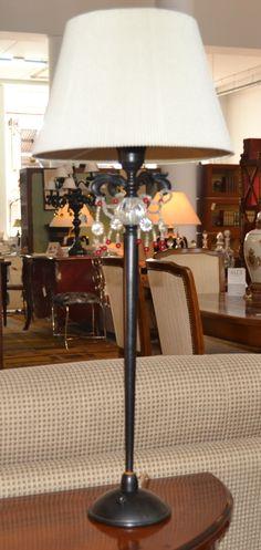 Lámpara sobremesa  md. 283-32 Medidas:  0,70 alto.Consultar precio con descuento especial.  Unidades disponibles 2