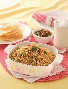 This rice preparation is well-known all over south india, although there are likely to be mild variations in the way it is performed in various regions. Since most ingredients used in this recipe are dried or pre-processed spices, it remains good for a long time and is ideal to pack and take along when travelling.
