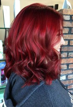 63 Hot Red Hair Color Shades to Dye for: Red Hair Dye Tips & Ideas - haare/Frisuren - Peinados Dyed Tips, Hair Dye Tips, Hair Color Auburn, Auburn Hair, Ruby Red Hair Color, Red Color, Red Hair With Highlights, Green Wig, Green Lace