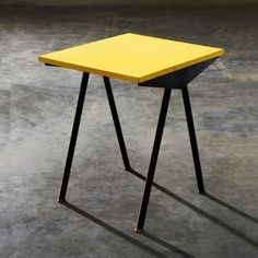 """Mobiliers de design de Jean Prouvé : tables, bureaux, fauteuils, bibliothèques, lits, guéridons, armoires et le """"brise-soleil""""."""