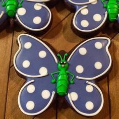 A butterfly with some serious sass!! Creative design credit goes to @jillfcs #justdarlicious #cookieartist #ButterflyCookie…