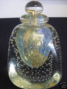 Fresh from an Upstate New York estate comes this rare and unique auction. Up for bidding we have a signed Robert Eickholt art glass perfume bottle in the free form paperweight design. Robert Eickholt