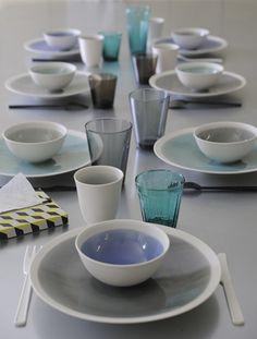 Die Serie Epure von Jars Ceramistes, der südfranzösichen Handwerkskunst, schafft mit dieser Farbe blau eine weiteres Stück Harmonie und Ausgeglichenheit für Ihren Tisch. Schaffen Sie einen Hauch von Spiritualität, nehmen Sie die Energien in sich auf.
