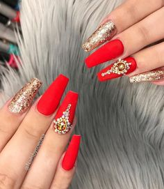 Hot Acrylic Coffin Nails Trend Ideas In 2019 - - Coffin & Stiletto Nails Design Ongles Bling Bling, Rhinestone Nails, Bling Nails, Red Acrylic Nails, Coffin Nails Matte, Stiletto Nails, Red And Gold Nails, Red Nails, Red Nail Designs